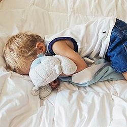 child-clutching-blanket-250