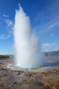 geyser-921782_640
